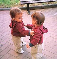 Судьба свела близнецов вместе через тридцать лет