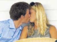 Королевский поцелуй принца Гарри (фото)