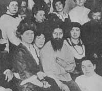 Распутин в доме своей почитательницы Мельмановой (сидит справа