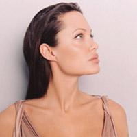 Анджелина Джоли объявит войну бедности в Камбодже