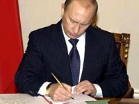 Путин даст МГУ и СПбГУ особый статус
