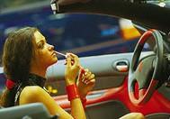 В какой одежде не стоит садиться за руль?