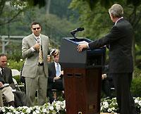 Джордж Буш издевался над слепым перед телекамерами (фото)