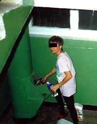 Юноша пробыл в мусоропроводе больше часа
