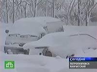 Снежный циклон парализовал Камчатку