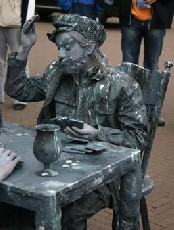 «Живые статуи» в Барселоне будут сдавать экзамены
