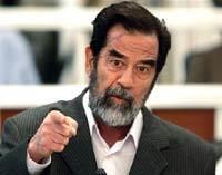 Саддам Хусейн не говорит обвинителям ни