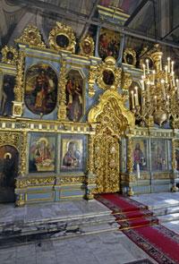 В Новодевичьем монастыре открываются церковные врата