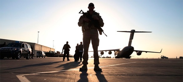 Американских солдат учат не открывать двери посторонним
