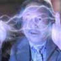 Человек-антивольт вырабатывает электричество