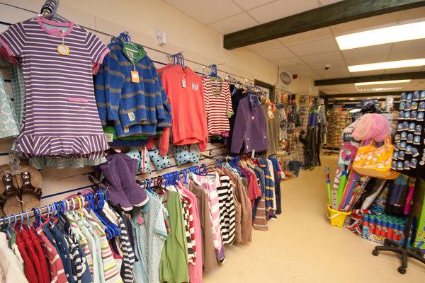 Жительница Бийска заставила 11-летнюю дочь украсть детские вещи из магазина