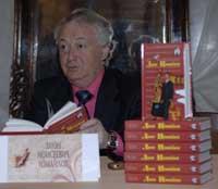 Лион Измайлов представляет свою книгу, которая вышла в серии