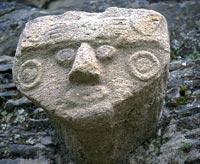 VIP-зону кладбища украсил череп со снятым скальпом