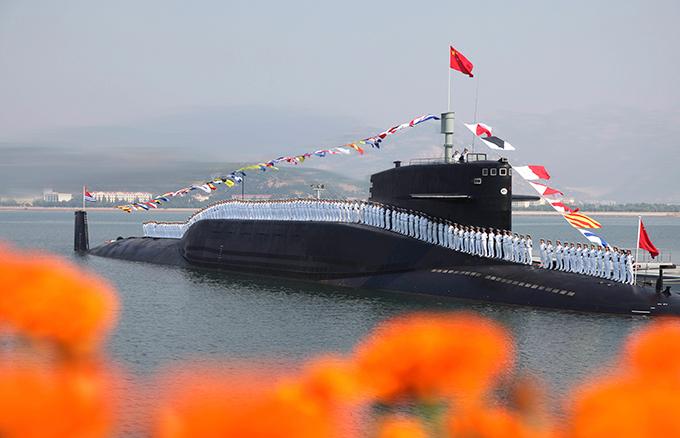 Flota de la Fuerza Aérea de China Celestial submarino nuclear realizado recientemente ejercicios sobre la seguridad nuclear en Qingdao, provincia de Shandong.  La ciudad está situada a orillas del Mar Amarillo.  Es de destacar que los ejercicios se llevaron a cabo en la máxima publicidad que en medio de alta del programa de seguridad de los submarinos nucleares paso Celestial parece bastante sin precedentes.  China invierte en serio en la Armada para proporcionar una protección fiable de sus fronteras de agua y defender su integridad territorial.  Armada china emplea a 290.000 personas.  Se divide en tres grandes grupos: la Flota del Mar del Norte, el Mar Oriental de la flota, la Flota del Mar del Sur.  Cada uno tiene submarinos, barcos han inundado, y las unidades de la Guardia Costera y las tropas navales.