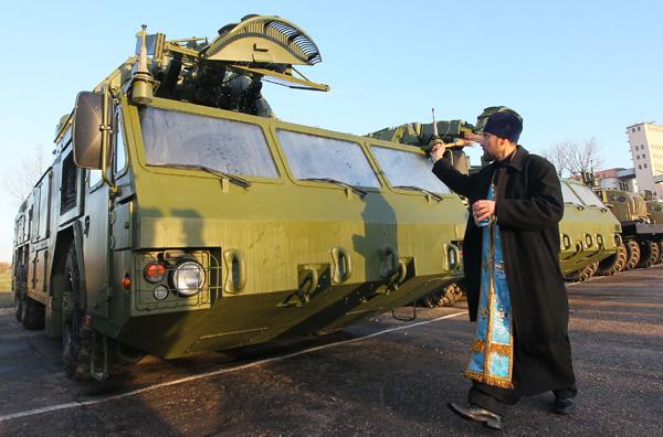 Первая батарея российских ЗРК  Тор-М2  в Беларуси Работать установка может днем и ночью и при любой погоде. Фото ИТАР-ТАСС Тор-М2,Беларусь