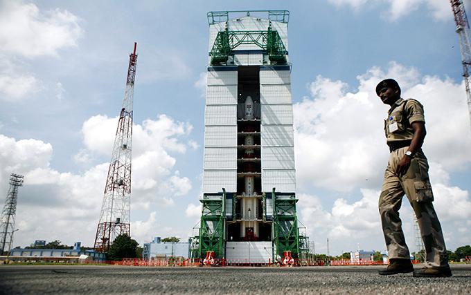 India se prepara para viajar a Marte en noviembre de este año, la India va a poner en marcha la estación interplanetaria automática Mangalyaan a Marte.  Las tareas asignadas al dispositivo, es un estudio exhaustivo de la atmósfera del planeta rojo.  Este lanzamiento será la primera misión interplanetaria de la Organización de Investigación Espacial de la India (ISRO).  India, espacio, vuelo, Marte