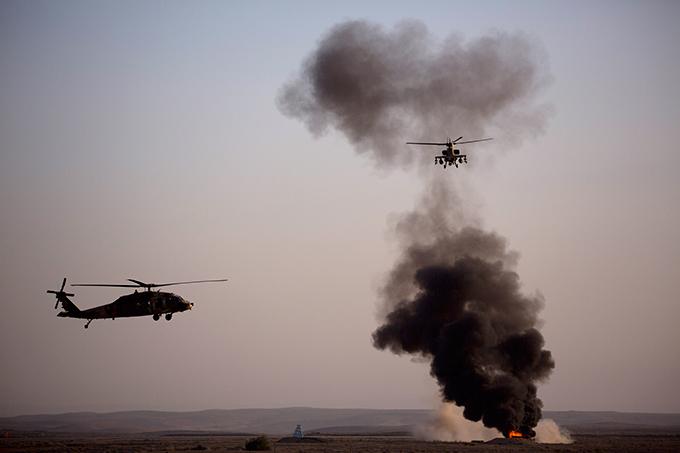 ВВС Израиля показали своих новых пилотов Среди получивших дипломы Университета Бен-Гурион и  крылышки  на этот раз были две девушки-летчицы.