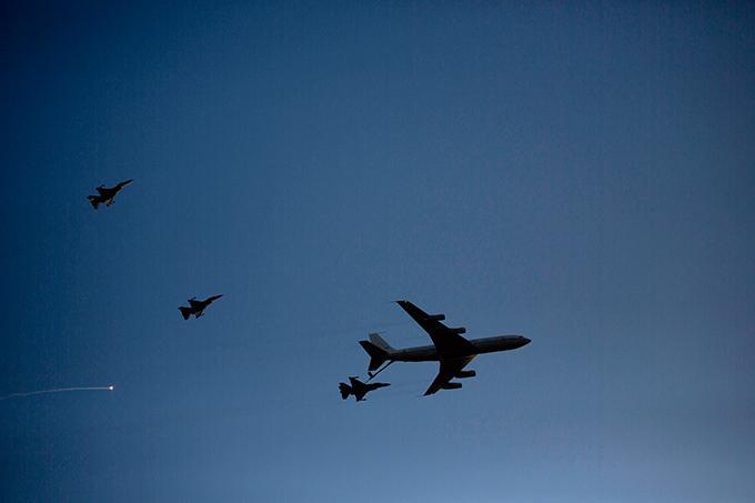 ВВС Израиля показали своих новых пилотов В 1966 на базе открылась летная академия для военных летчиков, чуть позже группа воздушных акробатов (IAF Aerobatic Team), а в 1977 году музей ВВС, который открылся для широкой публики в июне 1991 .