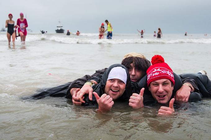 Интересное в мире Ныряя в Северное море, они надевают маски волков, смешные шапки, меховые наушники и другие одеяния. Вероятно, чтобы не замерзнуть. Интересное в мире, истории