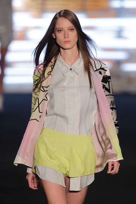Жаркий отдых с Espaco В рамках Недели высокой моды в Сан-Пауло прошел показ коллекции летней одежды модного бразильского бренда Espaco. Espaco,коллекция,летний сезон