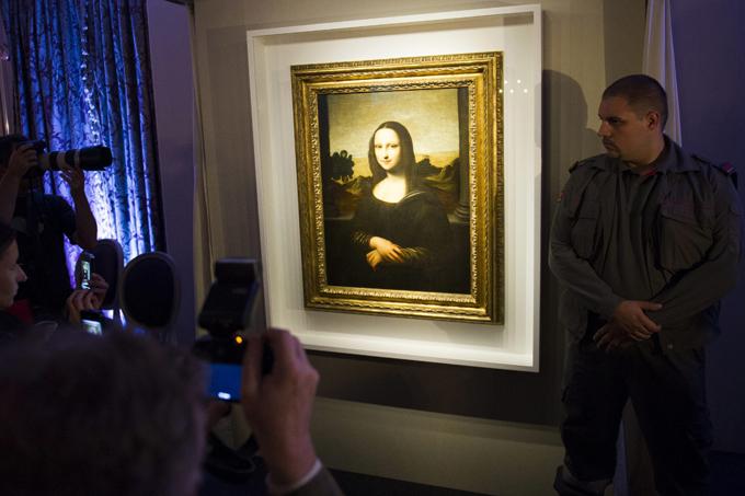 В Женеве представлен ранний вариант  Моны Лизы  В Женеве публике представили вторую  Мону Лизу  знаменитого итальянского художника и изобретателя Леонардо да Винчи, написанную примерно на десятилетие раньше выставленной в Лувре  сестры . Читайте подробнее: Швейцарцам показали  сестру   Моны Лизы  Мона Лиза,Женева,вторая,ранняя версия,Джоконда,Леонардо да Винчи