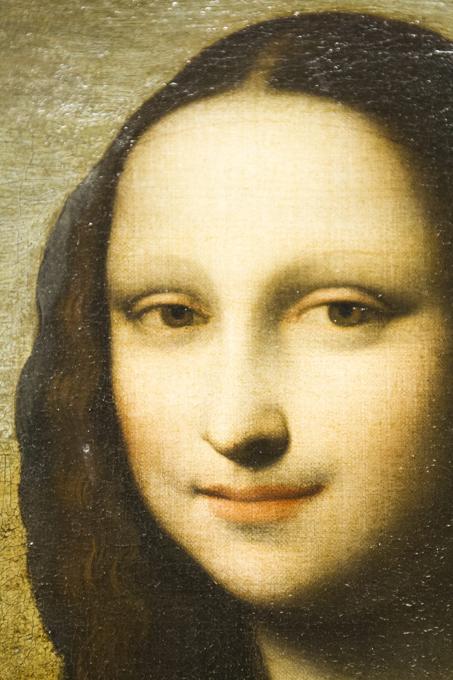 В Женеве представлен ранний вариант  Моны Лизы  Дальнейшая судьба этого полотна весьма загадочна. Известно лишь, что в начале 20-го века картину купил английский художник, а в 60-х годах - американский коллекционер Генри Пулитцер. Он то и предположил, что  Джоконда  принадлежит кисти великого Леонардо да Винчи. Читайте подробнее:Швейцарцам показали  сестру   Моны Лизы  Мона Лиза,Женева,вторая,ранняя версия,Джоконда,Леонардо да Винчи
