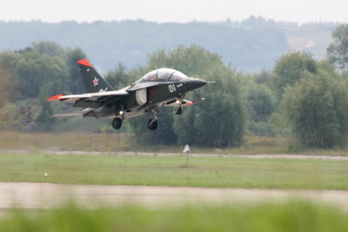 Россия передаст Сирии первую партию самолетов Як-130 Как пишет Коммерсант, после заключения контракта в конце 2011 года между Россией и Сирией больше не было подписано оружейных соглашений. Россия, Сирия, самолет, Як-130