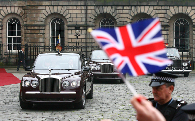 Елизавета II посвятила принца Уильяма в рыцари Ордена Чертополоха  Елизавета Вторая посвятила принца Уильяма в рыцари Ордена Чертополоха.  Елизавета II, принц Уильям, Орден Чертополоха
