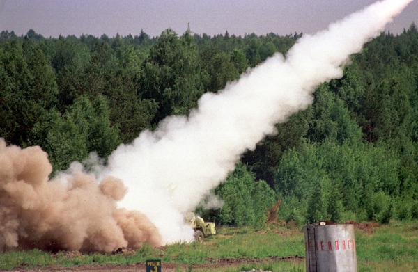 Lanzador de cohetes múltiple desarrollada para los Smerch MLRS Smerch cohetes tienen un diseño único que proporciona una precisión de entrada, 2-3 veces mayor que los sistemas extranjeros de artillería de cohetes.  Primero proyectiles de artillería de cohetes soviéticos eran corregibles.  Foto: ITAR-TASS