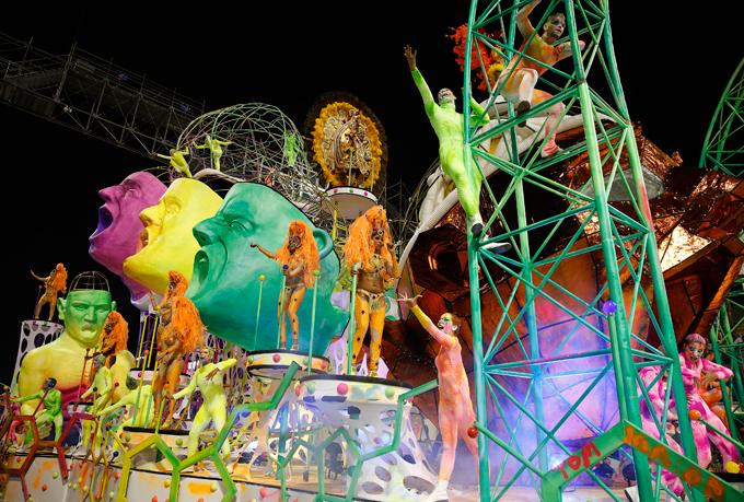 Начинается карнавальное сумасшествие