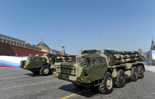 Реактивная система залпового огня  Смерч  В настоящее время РСЗО «Смерч» состоит на вооружении армий России, Украины (94 системы), Беларуси (40), Перу (10), Алжира (18), Кувейта (27) и Объединенных Арабских Эмиратов (6). Фото ИТАР-ТАСС