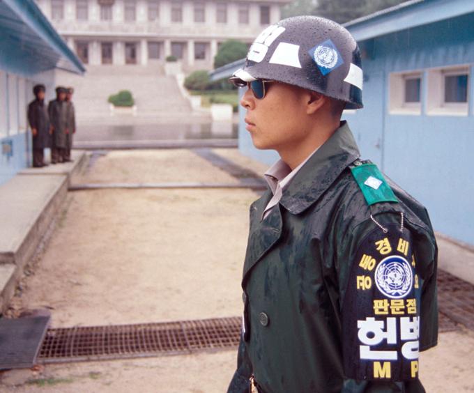 La zona desmilitarizada entre el Norte y Corea del Sur - Zona Desmilitarizada militar del mundo - una zona que divide la península coreana en dos mitades - Norte (República Popular Democrática de Corea) y Sur (República de Corea).  Se divide la península coreana en dos partes aproximadamente iguales, cruzando el paralelo 38 en un ligero ángulo.  En este caso, el extremo oriental de la zona de distensión se extiende al norte del paralelo 38, y el oeste - sur.  zona de distensión, Corea del Sur, Corea del Norte