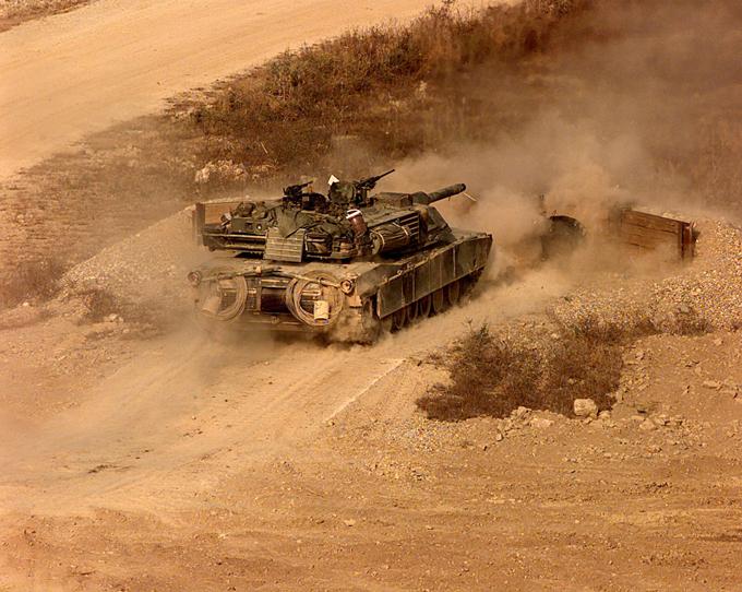 Демилитаризованная зона между Северной и Южной Кореей - самая военная в мире Демилитаризованная зона (ДМЗ) шириной в 4 км растянулась через полуостров на 241 км. демилитаризованная зона,Южная Корея,Северная Корея