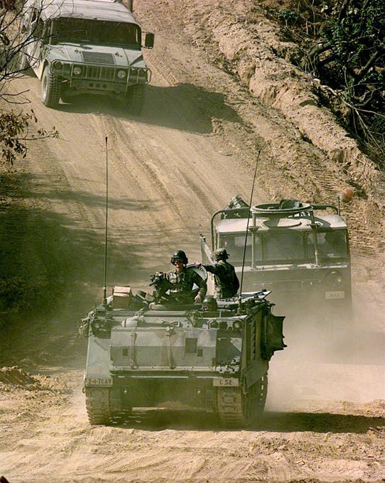 Демилитаризованная зона между Северной и Южной Кореей - самая военная в мире Пхеньян обладает ядерным оружием и не собирается от него отказываться, пока ощущает угрозу со стороны США. демилитаризованная зона,Южная Корея,Северная Корея