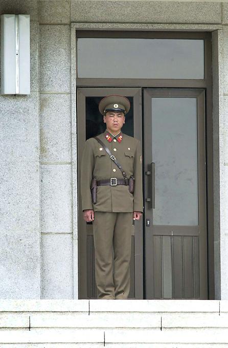 Демилитаризованная зона между Северной и Южной Кореей - самая военная в мире Смотрите все лучшее в разделе Оружие демилитаризованная зона,Южная Корея,Северная Корея