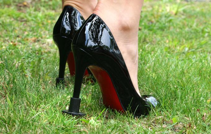 На шпильках по бездорожью Наверно нет нечего прекрасней, чем девушка на высоких каблуках!  шпильки, туфли, обувь