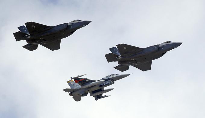 Военное обозрение: американские истребители-бомбардировщики