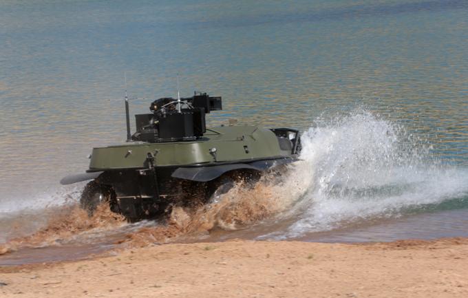 Боевой вездеход  Арго  Технические характеристики РБТК:  Полная снаряженная масса не превышает 1020 кг; Максимальная скорость передвижения - 20 км/ч по воде - до 2,5 узлов. Максимальные габариты, мм: 3350x1850x1650; Время непрерывной работы, ч - не менее 20; Вооружение: Пулемет (7,62 мм) ПКТ (3 РПГ-26, РШГ - 2).