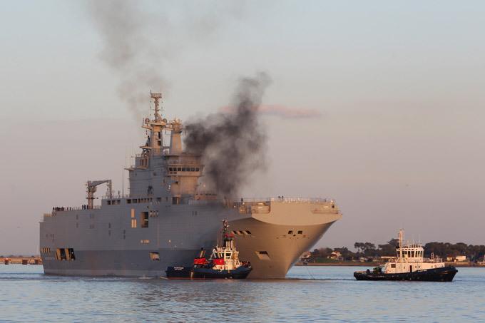 """БПК """"Владивосток"""": тестовый заплыв в историю  Владивосток  - часть заключенного в 2011 году контракта в 1,2 миллиарда евро, что является крупнейшей сделкой по продаже продукции военного назначения между НАТО и Россией, и это уже успело удивить как российские военные круги, так союзников Франции на Западе. Военный корабль БПК """"Владивосток"""" оружие армия Франция"""