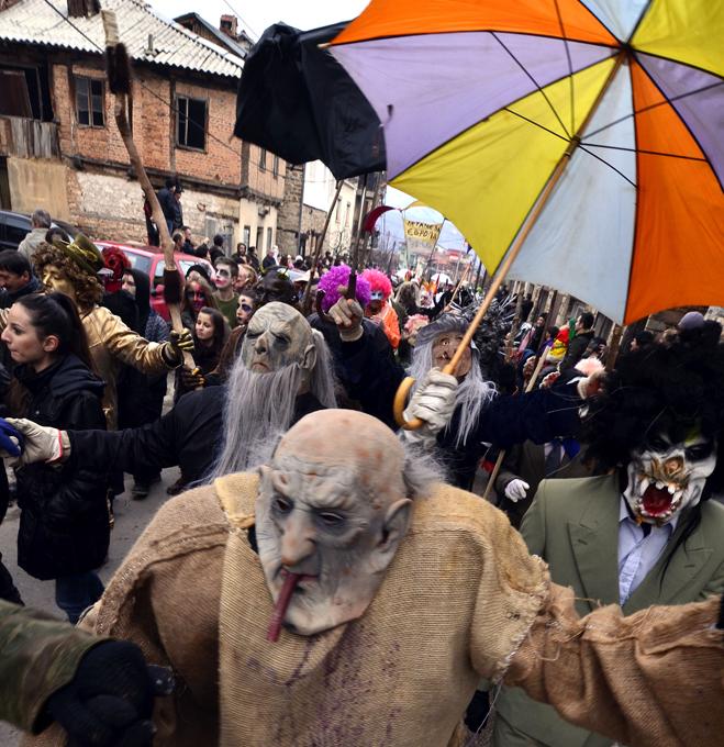 Интересное в мире Жители Македонии не устают от праздников: в старый новый год они вот уже 400 лет устраивают карнавал, уходящий корнями в языческие времена. Интересное в мире, истории