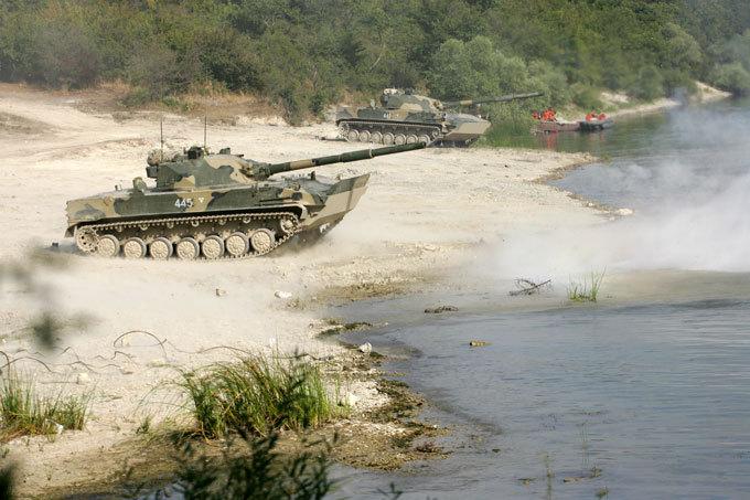 Огненный  Спрут   Спрут, являясь легким танком-амфибией, может как ездить, так и плавать.  Спрут-СД. Танк-амфибия, армия, оружие
