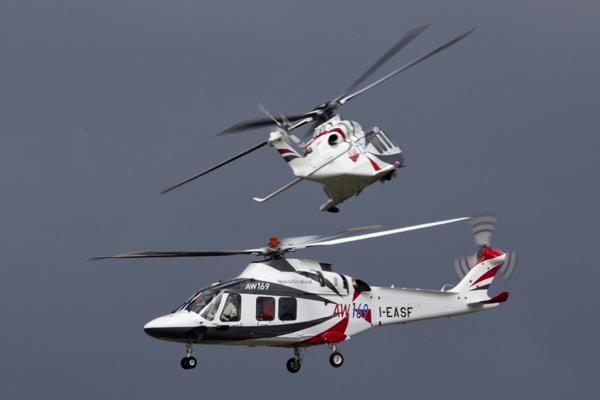 В небе над  Фарнборо Итальянские вертолеты AW 169 на международном аэрокосмическом салоне  Фарнборо-2012 . Фото ИТАР-ТАСС/ Марина Лысцева Фарнборо, авиашоу