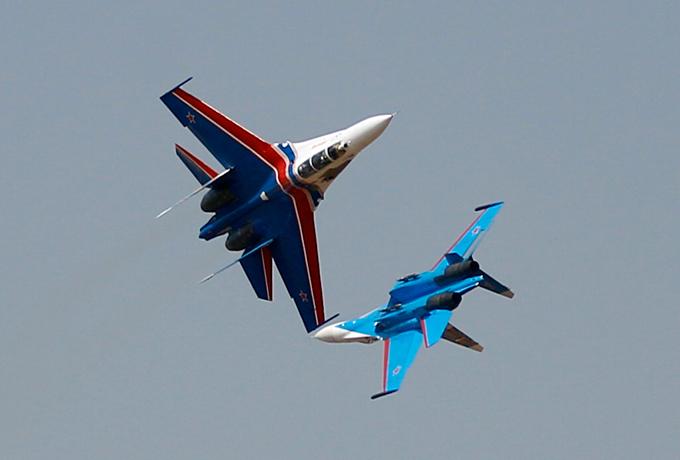 Русские витязи   в небе Бангалора Прославленная пилотажная группа «Русские Витязи» впервые выступила на крупнейшем в Азии Международном авиашоу Aero India-2013. Русские витязи,Бангалор,Aero India-2013,выступление