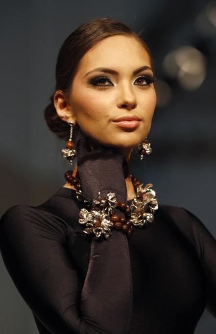 Металлический блеск Ilaria Модный брендILARIA представил коллекцию эксклюзивных украшений в рамках Недели высокой моды в Перу