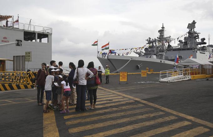 El nuevo poder de la Armada de la India, sin embargo, algunos expertos están haciendo las fuerzas armadas de la India en cinco de los ejércitos más poderosos del mundo.  Buques de la Armada India, Filipinas, visite