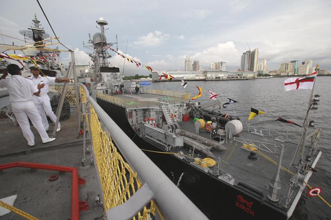 El nuevo poder de la Armada de la India en la adquisición de equipos militares hindúes con confianza mantener el primer puesto.  Buques de la Armada India, Filipinas, visite