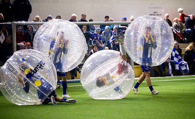"""Футбол в пузыре"""" как обычный футбол"""