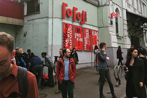 """В Следственном комитете назвали причину обысков у Серебренникова и в """"Гоголь-центре"""""""