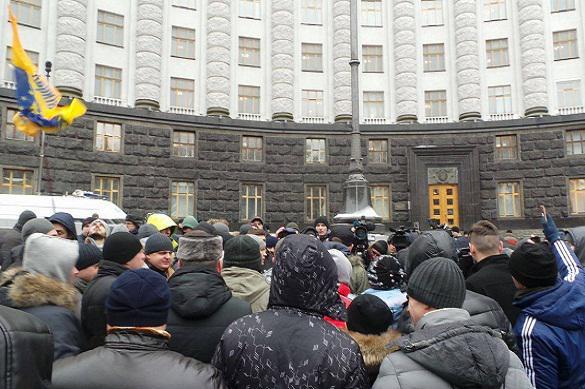 Под Кабмином проходит акция протеста собственников авто синостранной регистрацией