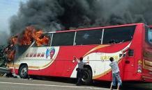 На Тайване сгорел автобус с туристами